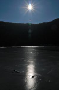 氷結ダム湖