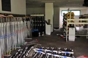 レンタルスキーの残骸