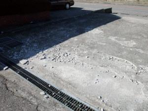 駐車場のコンクリが破損