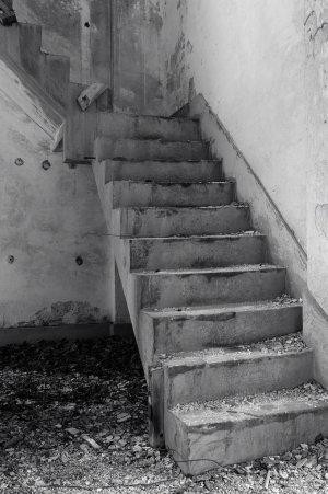 3階?への階段