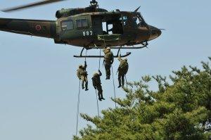 UH-1Jからラペリング中