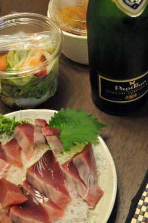 刺身とワインとサラダと…