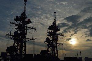 入港直後の護衛艦「たかなみ」「おおなみ」のマスト