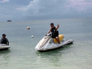 ビーチで水上バイクに乗ってみた