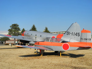 T-34メンター(手前)とC-46コマンドー