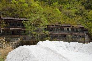鉱山社宅廃墟