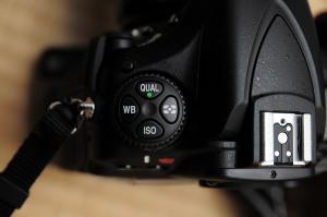 測光モード切り替えがボタン+コマンドダイヤル式に