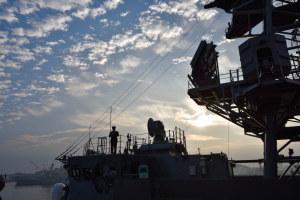 護衛艦「いかづち」の艦橋付近