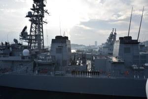 出港する護衛艦「いかづち」