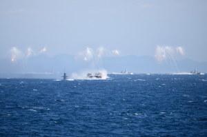 ミサイル艇のフレア発射