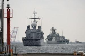 フランスとオーストラリアの艦艇が出港