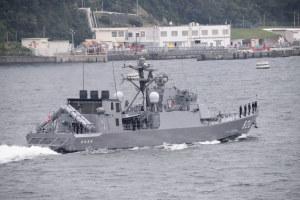 ミサイル艇「おおたか」が出港