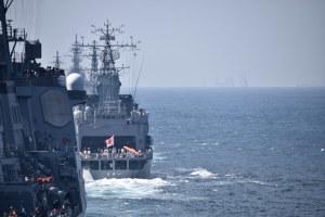 受閲艦艇部隊が接近
