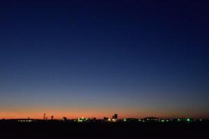 百里基地の空が明るくなってゆく