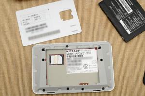 楽天モバイルのSIMをAirCardに取り付け