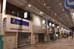 アーケード街から望む上新川端ビルの一部
