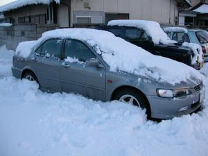 雪に埋まるCFアコード