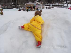 雪山を登る娘