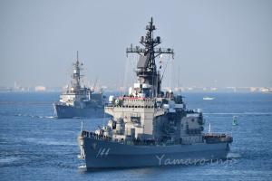 2015年観艦式の帰路につく護衛艦「くらま」
