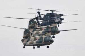 CH-47J(LR)とUH-60J