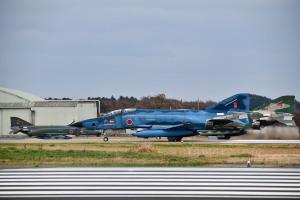RF-4Eの奥にはRF-4EJ