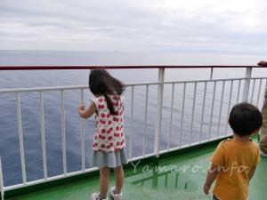 フェリー船上にて