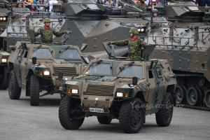 軽装甲機動