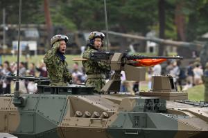 16式機動戦闘車の隊員