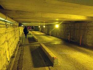 高さ1.5mの線路下トンネル(品川)
