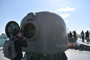 76mm単装速射砲の中を公開