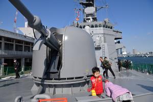 76mm砲と子どもたち