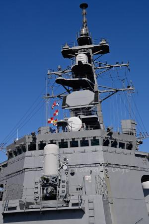 護衛艦むらさめの艦橋とマスト