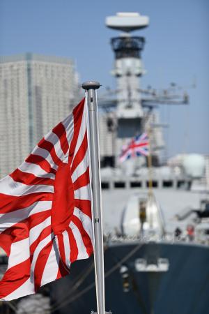 自衛艦旗とユニオンジャック