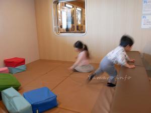 子供はプレイルームで遊びっぱなし