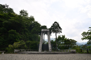 小河内ダムの慰霊碑
