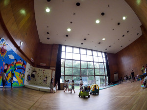 新座市児童センターの体育館