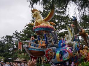 パレードのミッキーマウスとプルート
