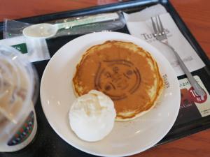 タリーズではコラボ商品の「こびとパンケーキ」