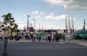石原裕次郎記念館近くの勝納埠頭に停泊する空母キティホーク