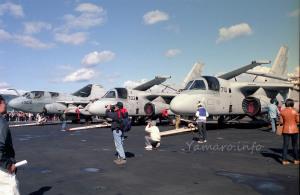 EA-6BプラウラーとS-3Bヴァイキング