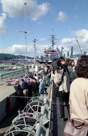 左舷側から艦橋を望む