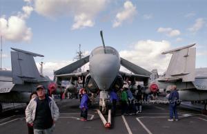 EA-6Bプラウラーの真正面