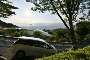 向こうに富士山が…見えない