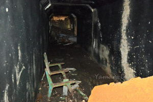トンネルの中をフラッシュ撮影