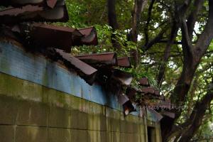 腐食崩壊中の屋根