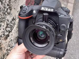 フードが歪んでしまったPC-Nikkor 35mm
