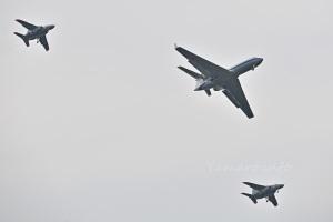 司令部支援飛行隊のU-4とシルバーインパルスのT-4