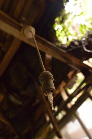 隔離病棟の電灯
