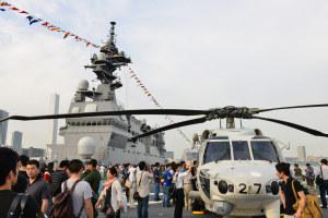 護衛艦「いせ」の甲板にて